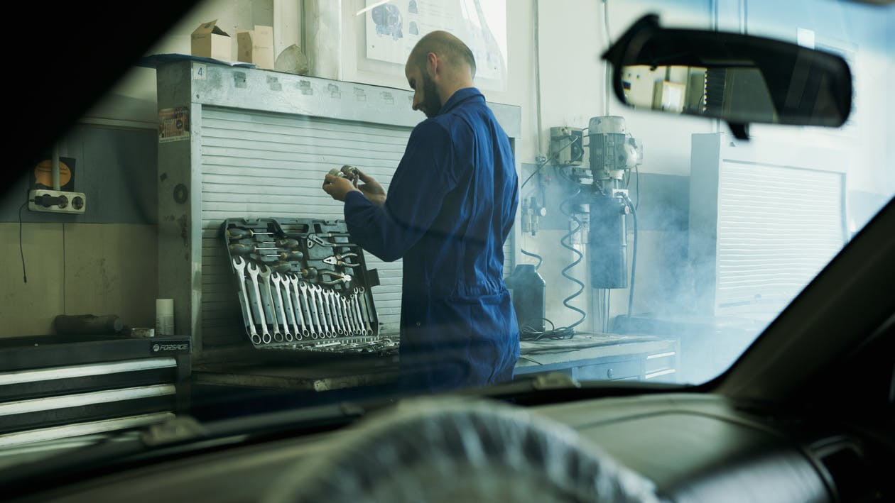 A Photo of the Mechanic from the Car Interior