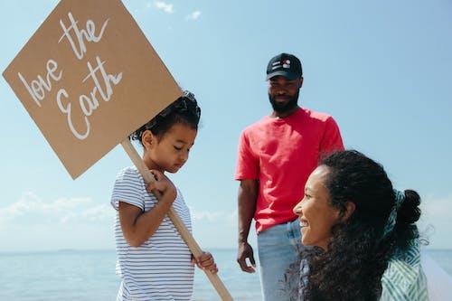 afiş, aile, çevre içeren Ücretsiz stok fotoğraf