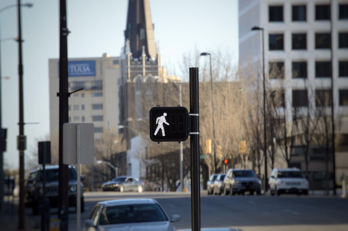 bez ľudí, chôdza, mesto