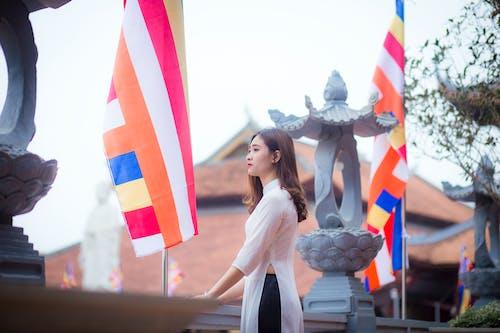 Fotos de stock gratuitas de banderas, durante el día, Moda, mujer