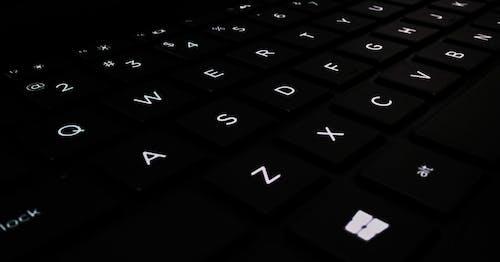 #outdoorchallenge, abc, beyaz, bilgisayar klavyesi içeren Ücretsiz stok fotoğraf