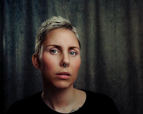 Ingyenes stockfotó álló kép, arc, frizura, függőleges kép témában
