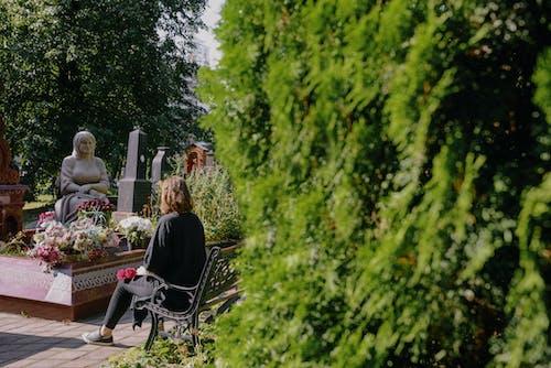 Fotobanka sbezplatnými fotkami na tému cintorín, dieťa, dievča