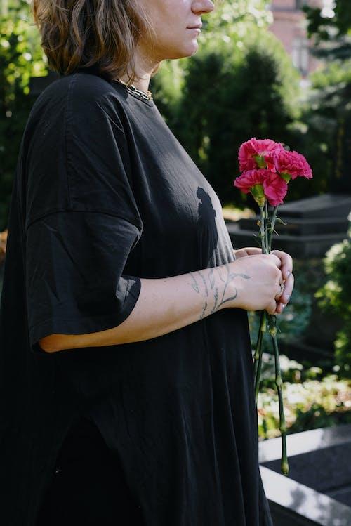 Fotobanka sbezplatnými fotkami na tému cintorín, dievča, dospelý