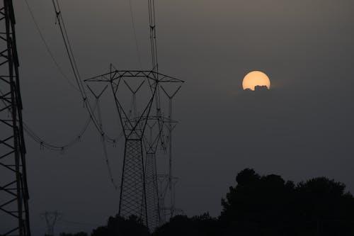 Kostnadsfri bild av elektriska inlägg, kraftledningar, kväll