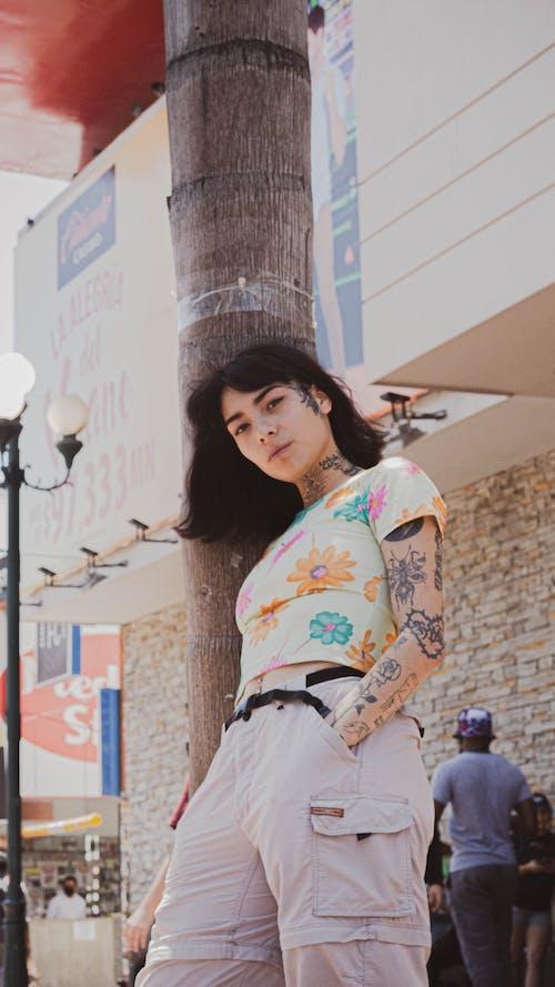 倚, 刺青的, 垂直拍攝 的 免費圖庫相片