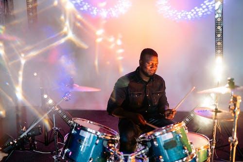 Foto stok gratis drum, drummer, dunia malam