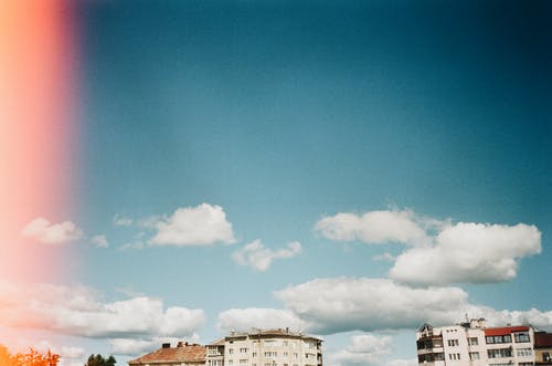 Darmowe zdjęcie z galerii z 35 mm, architektura, błękitne niebo