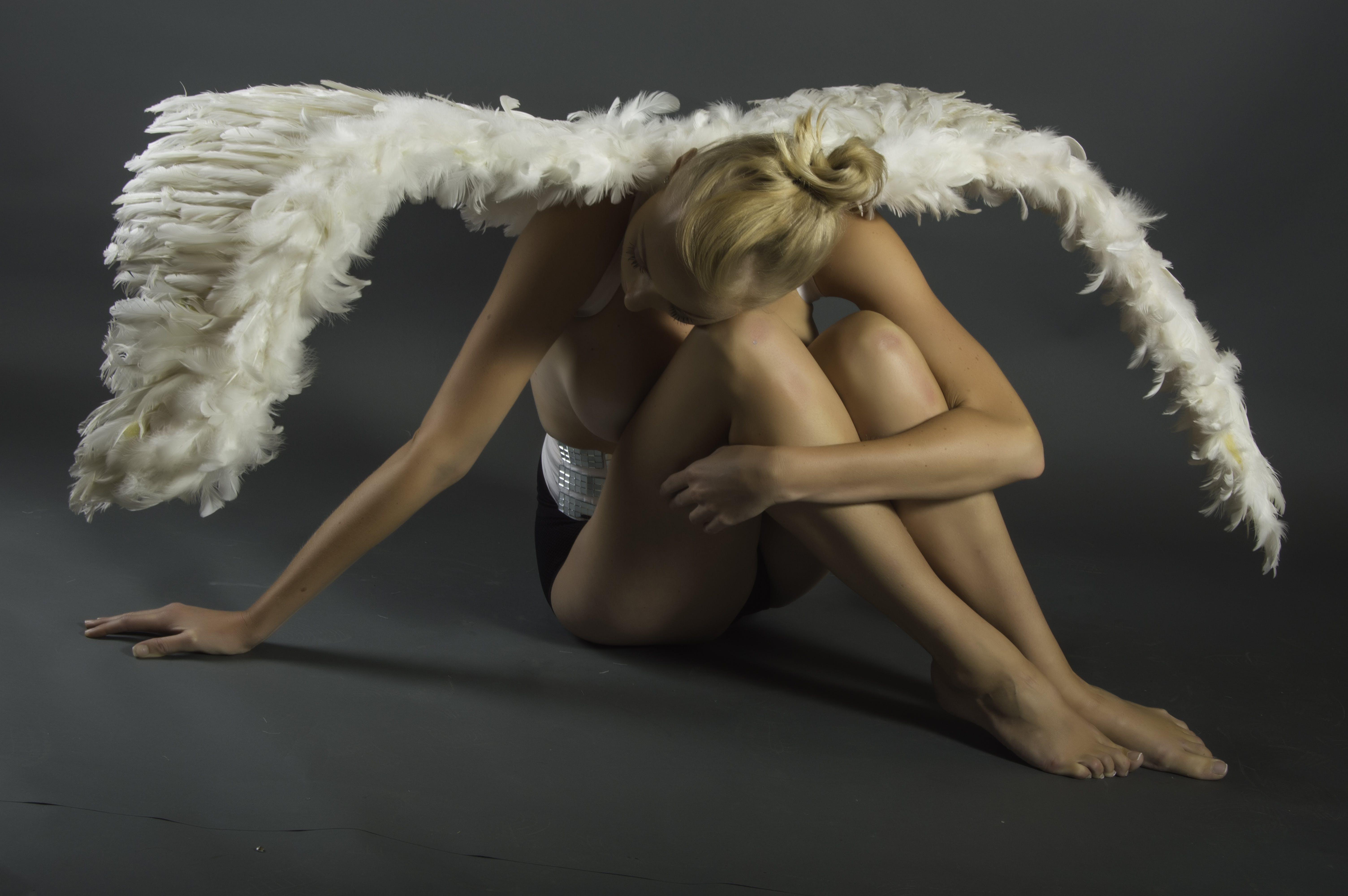 Darmowe zdjęcie z galerii z kobieta, model, osoba, pióra