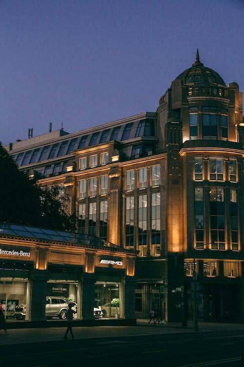 Kostnadsfri bild av bilåterförsäljare, blå himmel, byggnad