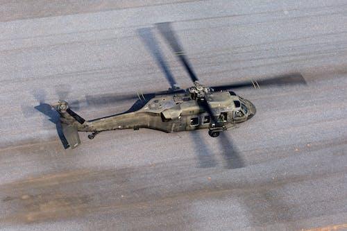 Immagine gratuita di atterraggio, elica, militare, velivolo