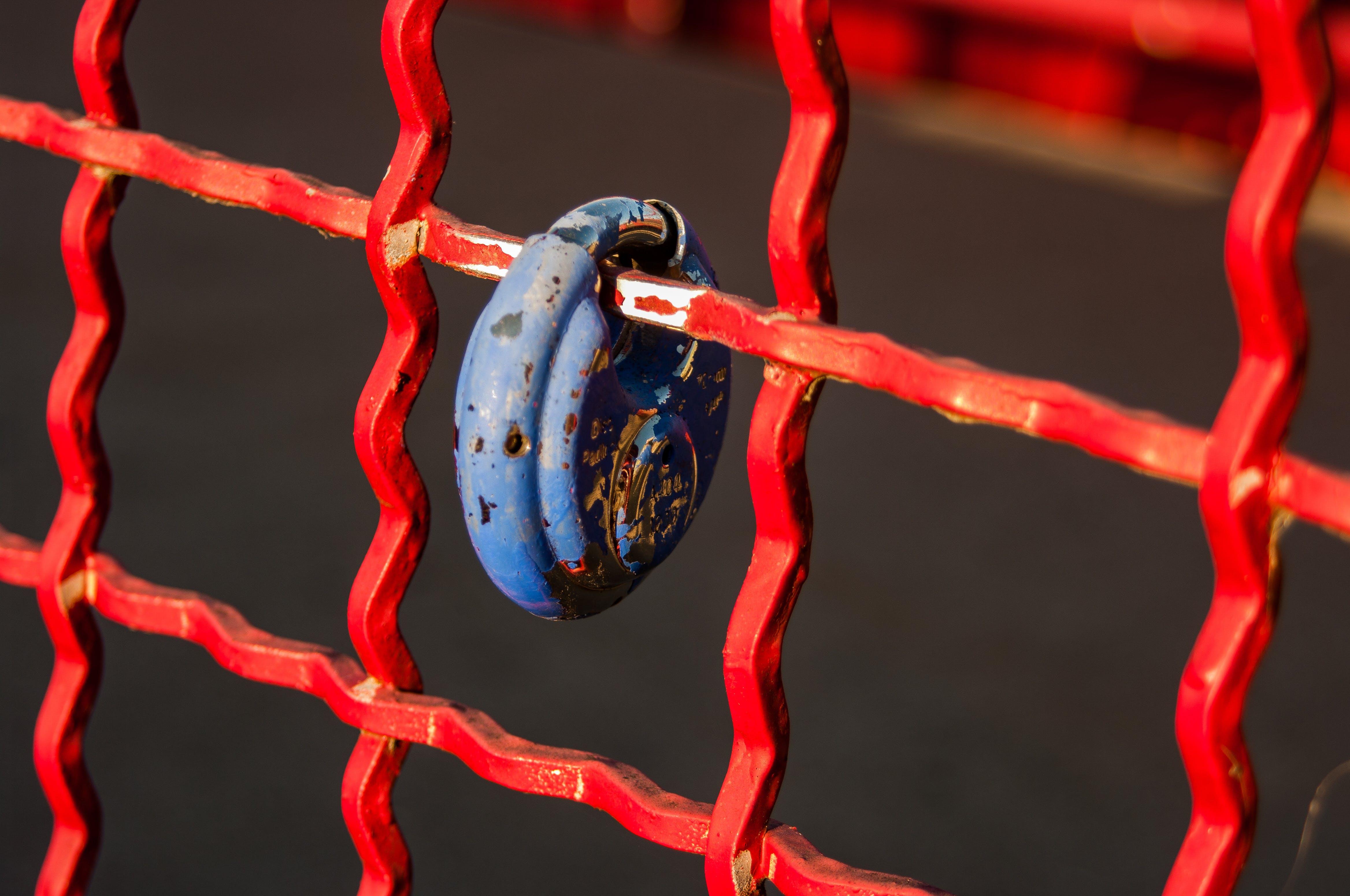 Foto profissional grátis de azul, bloqueado, cerca, fechadura