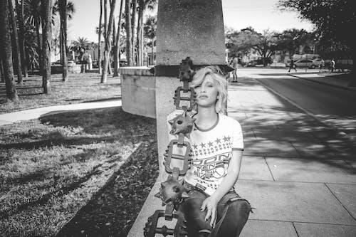 Fotos de stock gratuitas de blanco y negro, bonito, calle, carretera