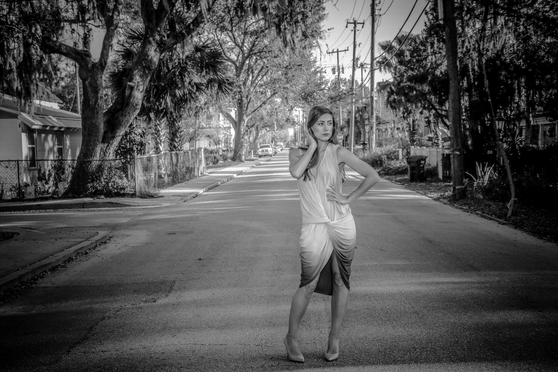 Foto profissional grátis de estrada, garota, moda, mulher