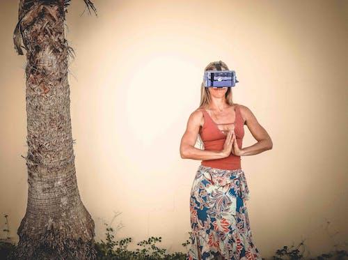 Základová fotografie zdarma na téma holka, kmen stromu, móda, módní