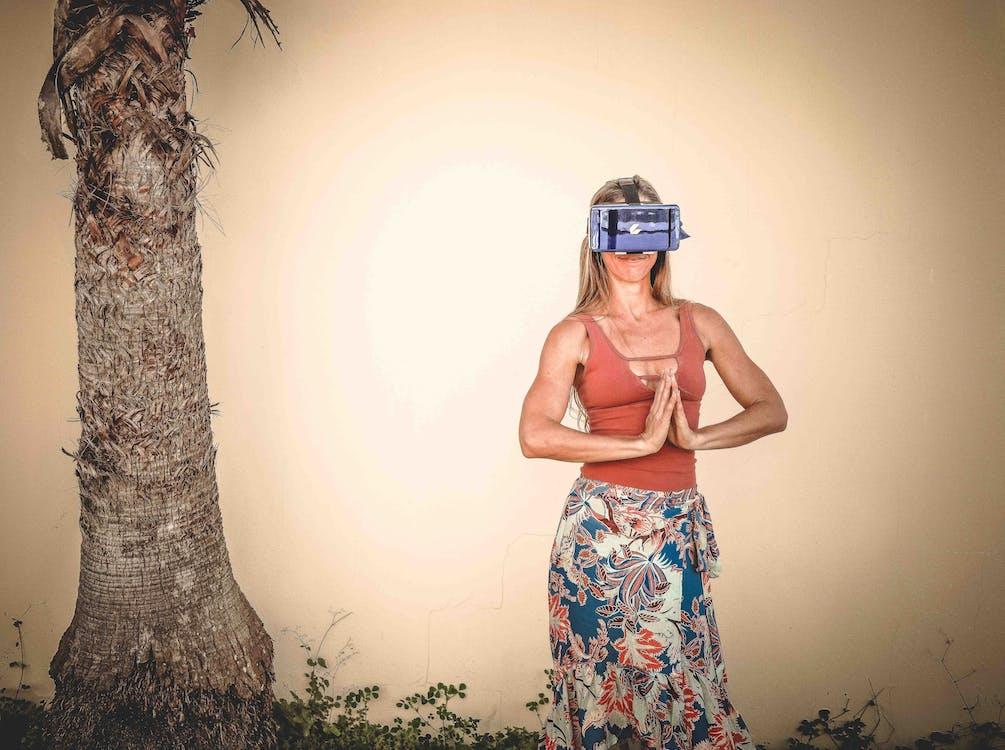 actitud, casco de realidad virtual, de moda