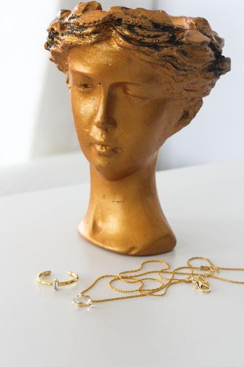 Immagine gratuita di arredamento, avvicinamento, collana d'oro
