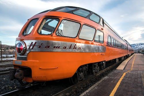Kostnadsfri bild av apelsin, station, tåg
