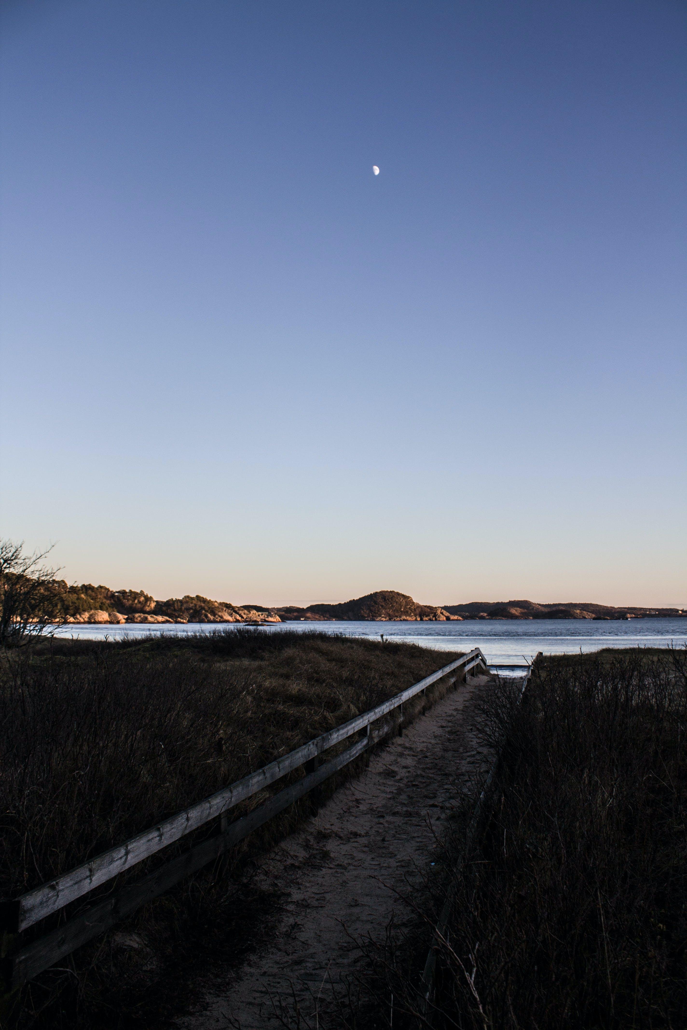 Gratis lagerfoto af græs, landskab, måne, skyer