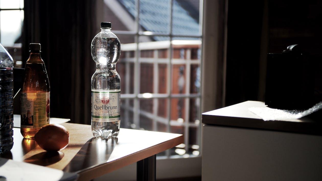 detailný záber, fľaše, kontajnery