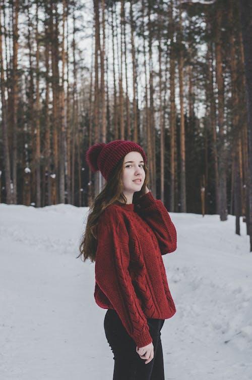 Kostenloses Stock Foto zu bäume, fashion, frau, holz