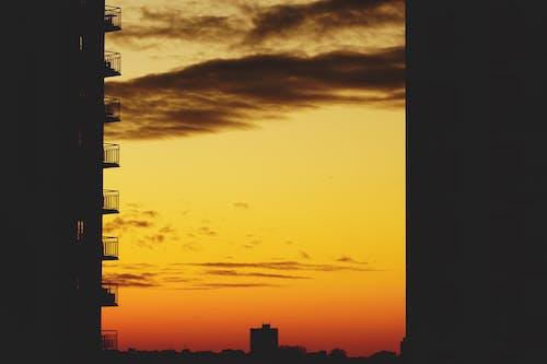 Fotobanka sbezplatnými fotkami na tému balkóny, obloha, podsvietený, šero