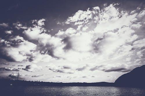 Základová fotografie zdarma na téma černobílá, černobílý, mrak, mraky