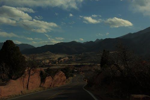 Photos gratuites de jardin des dieux, montagne, montagnes, route