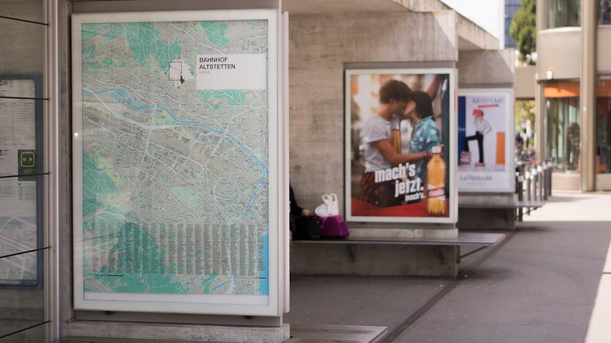 anúncio, cartaz, estação de trem