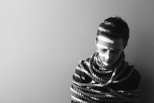 Foto d'estoc gratuïta de amarrar, blanc i negre, corda, desgast
