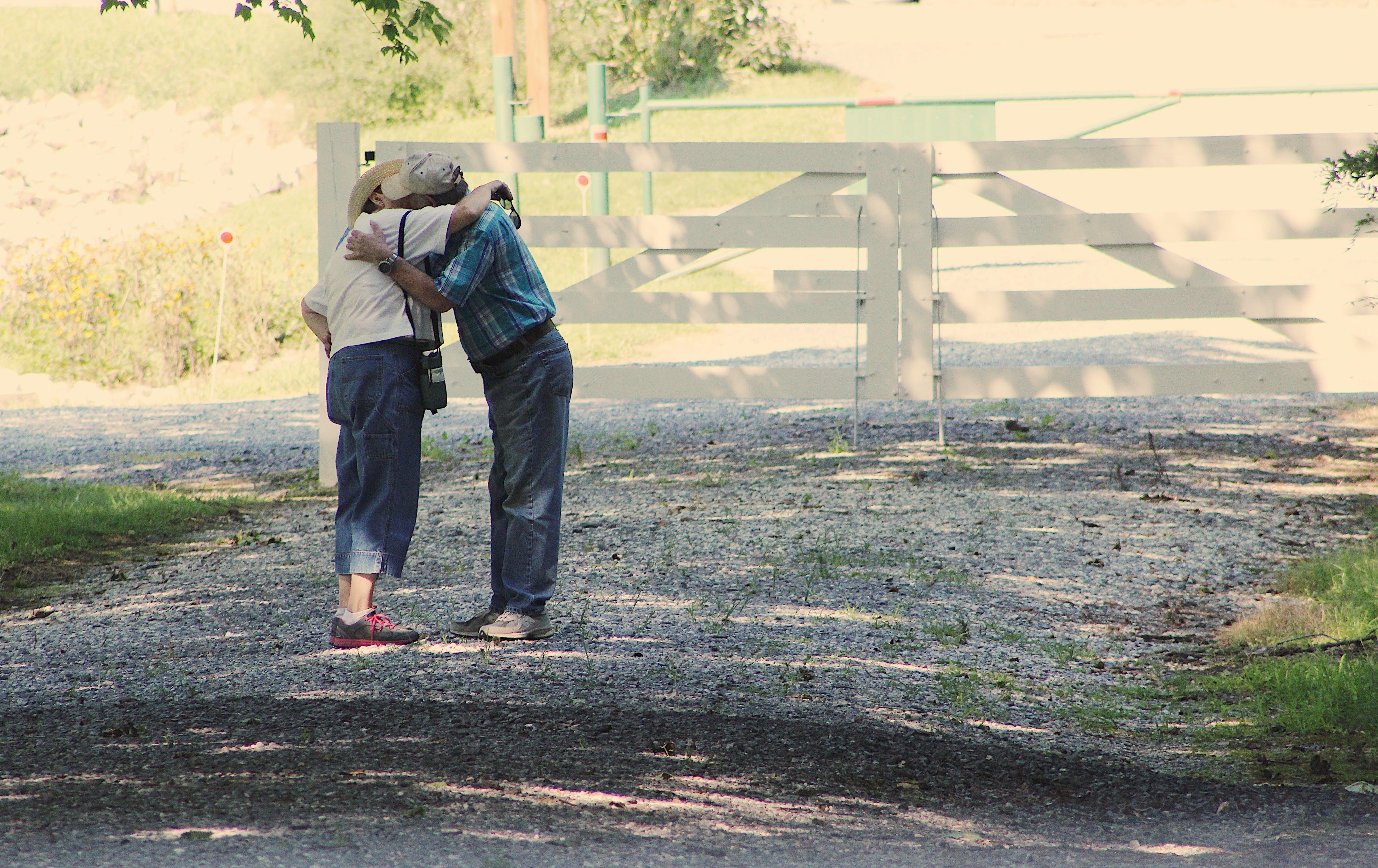 人, 公園, 围栏, 成人 的 免费素材照片