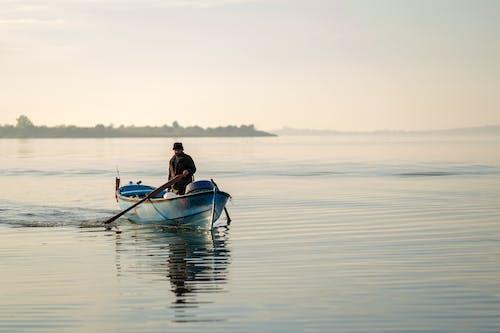 açık hava, adam, Balık tutmak içeren Ücretsiz stok fotoğraf