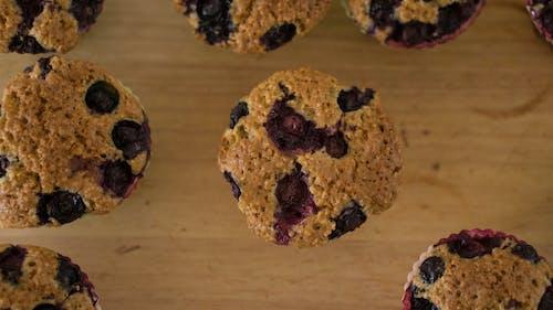 Immagine gratuita di cibo, dolci, muffin ai mirtilli, preparare dolci