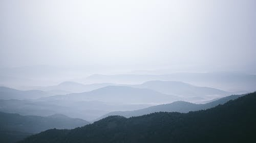 Fotos de stock gratuitas de brumoso, cadenas montañosas, cimas