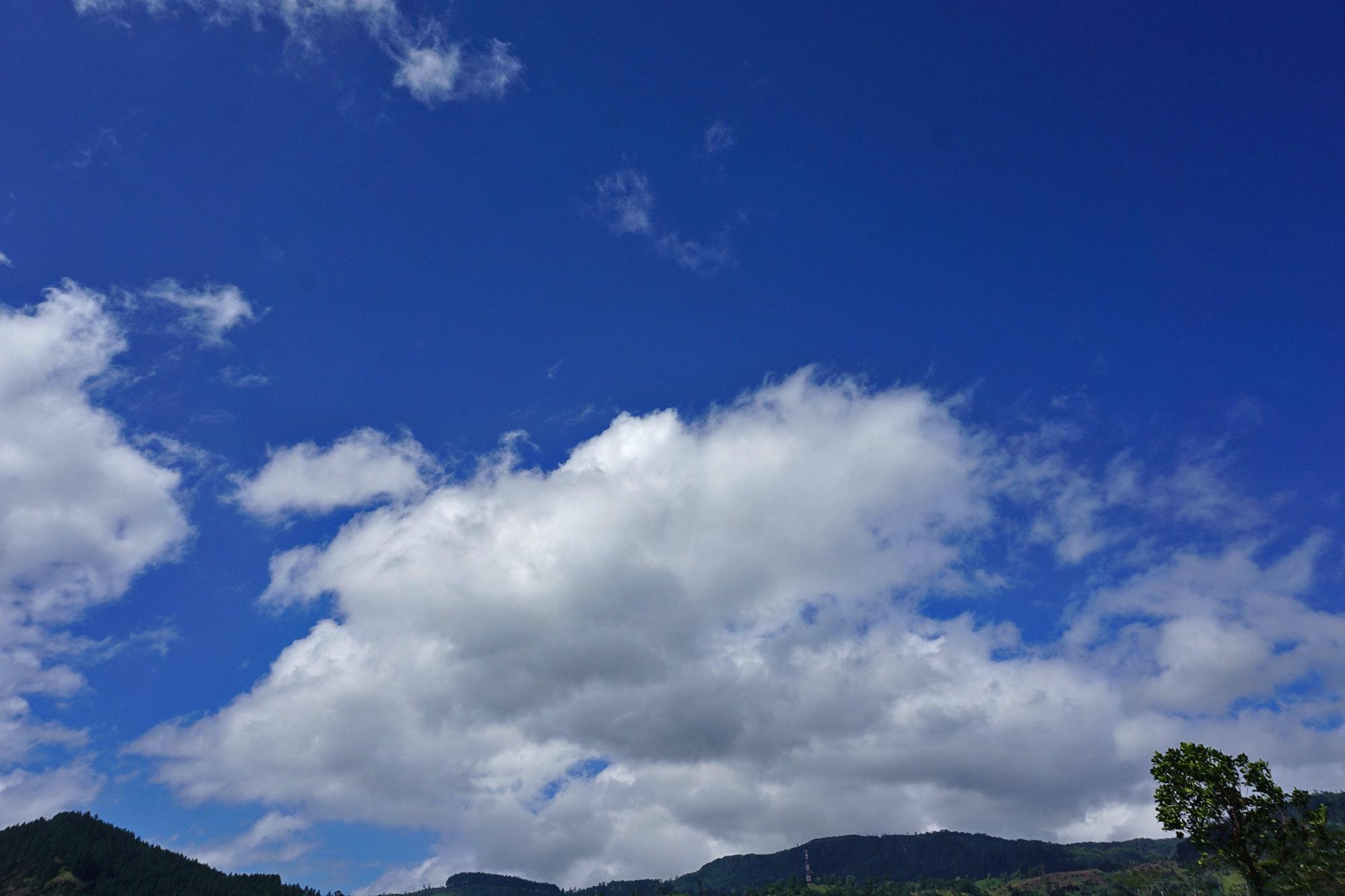 曇り空 雲 青空の無料の写真素材