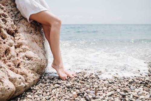 Darmowe zdjęcie z galerii z bose stopy, kamienie, lato