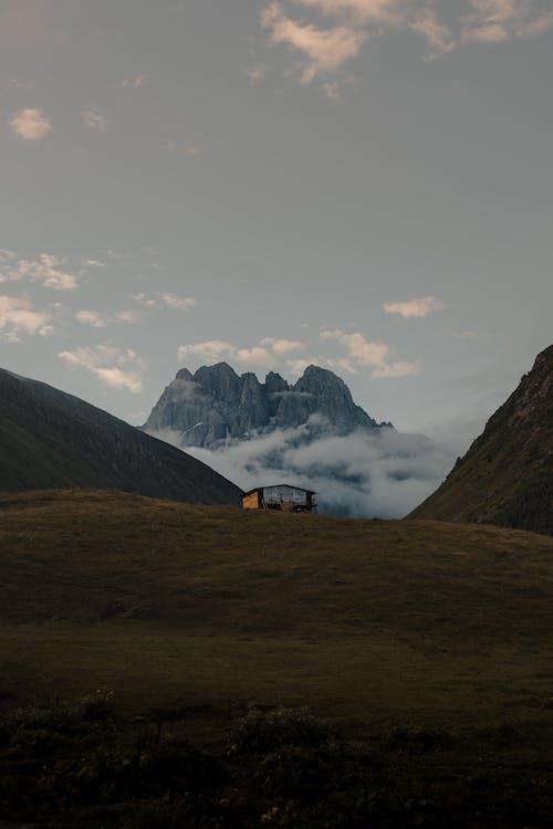 Foto stok gratis bukit, cahaya, di luar rumah
