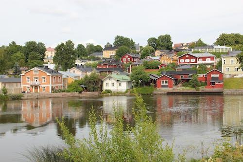 kaupunki, maisema, puutaloja, 五顏六色的房子 的 免费素材照片