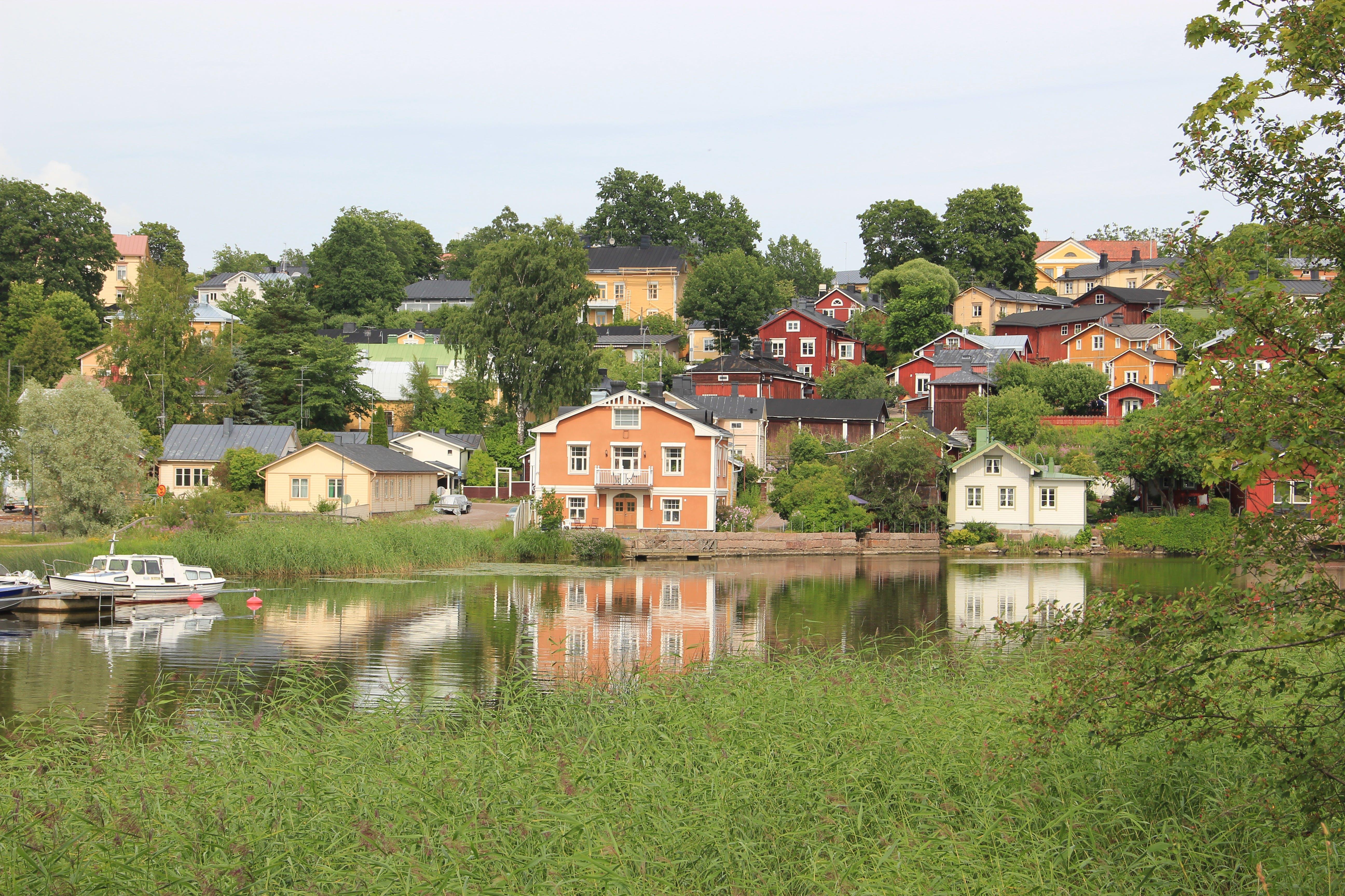 Gratis lagerfoto af by, farverige huse, Finland, land