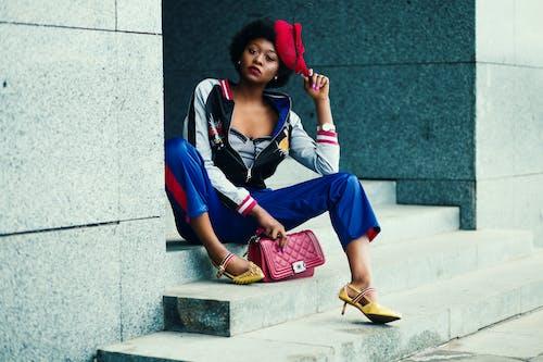 Ilmainen kuvapankkikuva tunnisteilla afroamerikkalaiset naiset, asento, asu, hattu