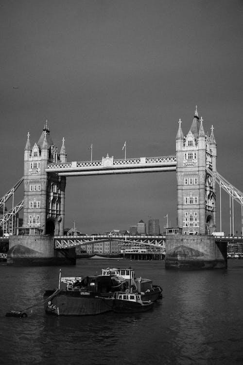 A Grayscale Photo of the London Bridge