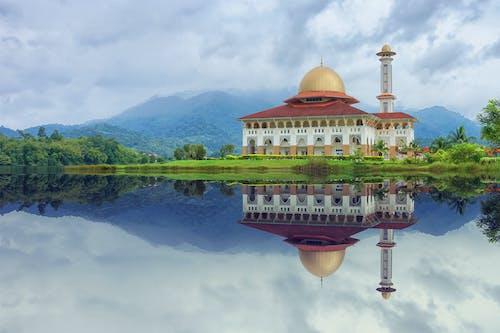 Ilmainen kuvapankkikuva tunnisteilla arkkitehtuuri, heijastukset, islam, järven ranta