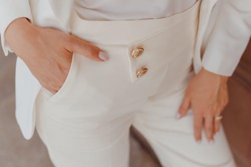 Gratis lagerfoto af bukser, hvide bukser, lukke op