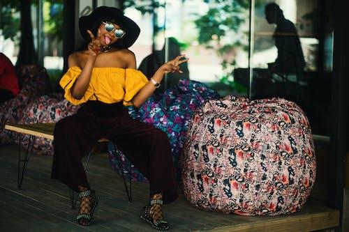 Ilmainen kuvapankkikuva tunnisteilla afroamerikkalaiset naiset, asento, asu, aurinkolasit