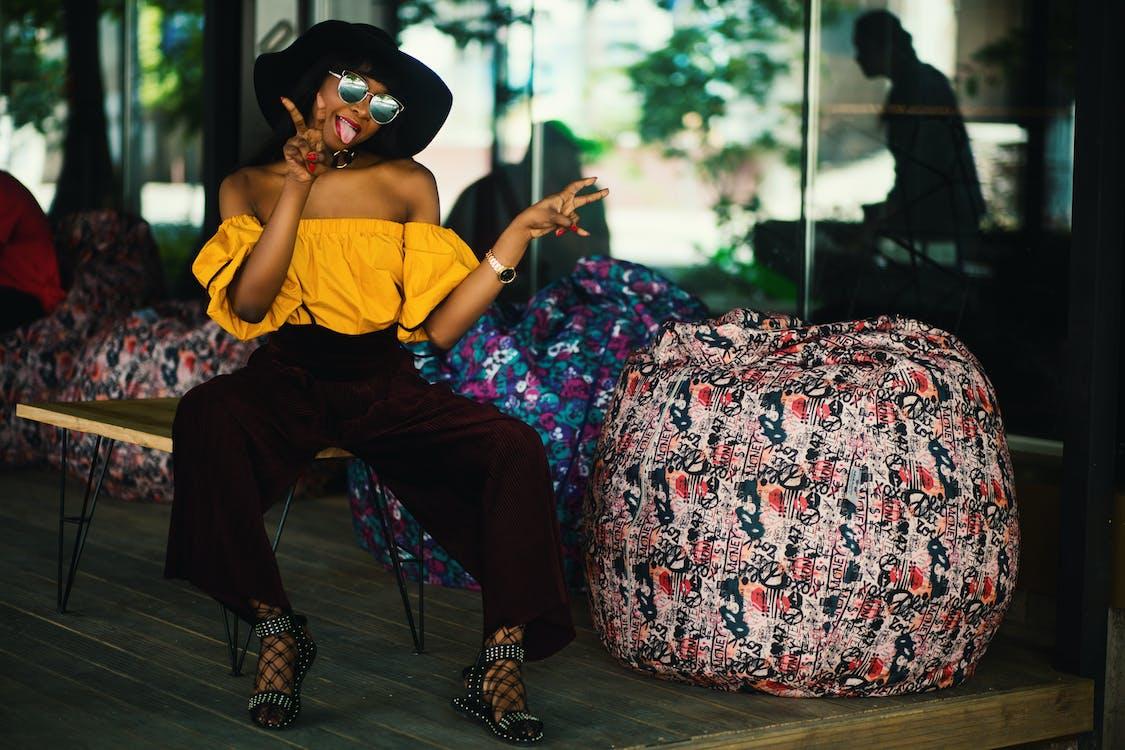 afrikansk amerikan kvinna, flicka, ha på sig