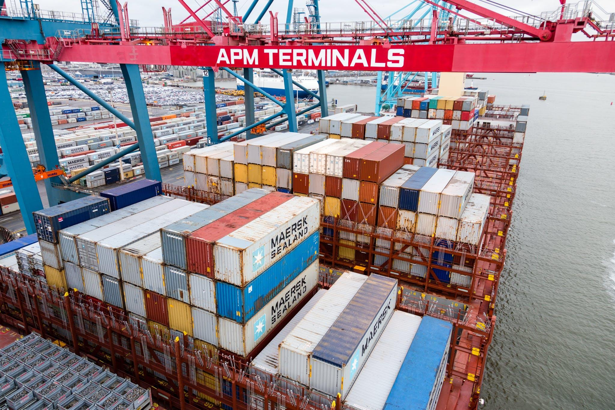 gemi, kargo konteynerleri, liman vinçleri içeren Ücretsiz stok fotoğraf
