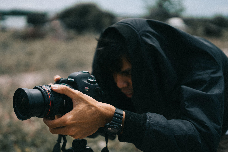 Immagine gratuita di fotocamera, fotografo, lente, persona