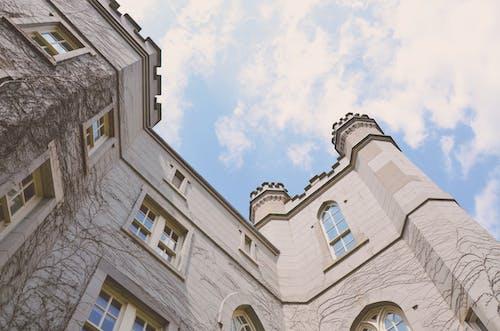 Foto stok gratis bangunan, gedung, gedung pengadilan, langit