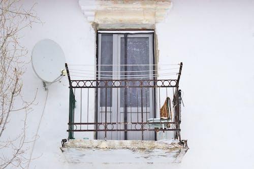 Безкоштовне стокове фото на тему «Windows, архітектура, балкон, білий»