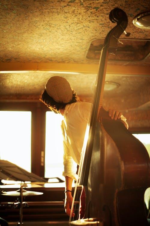 Immagine gratuita di musicista, persona, strumento a corda